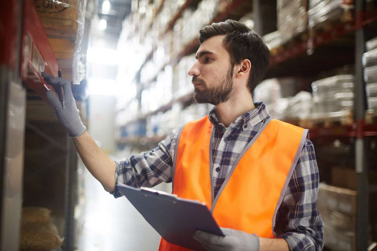 5 reasons why wholesalers should use online order management featured image