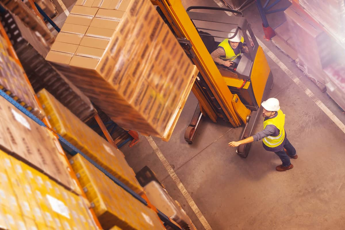 Identifying the Key Differences Between a B2B and B2C Supply Chain featured image
