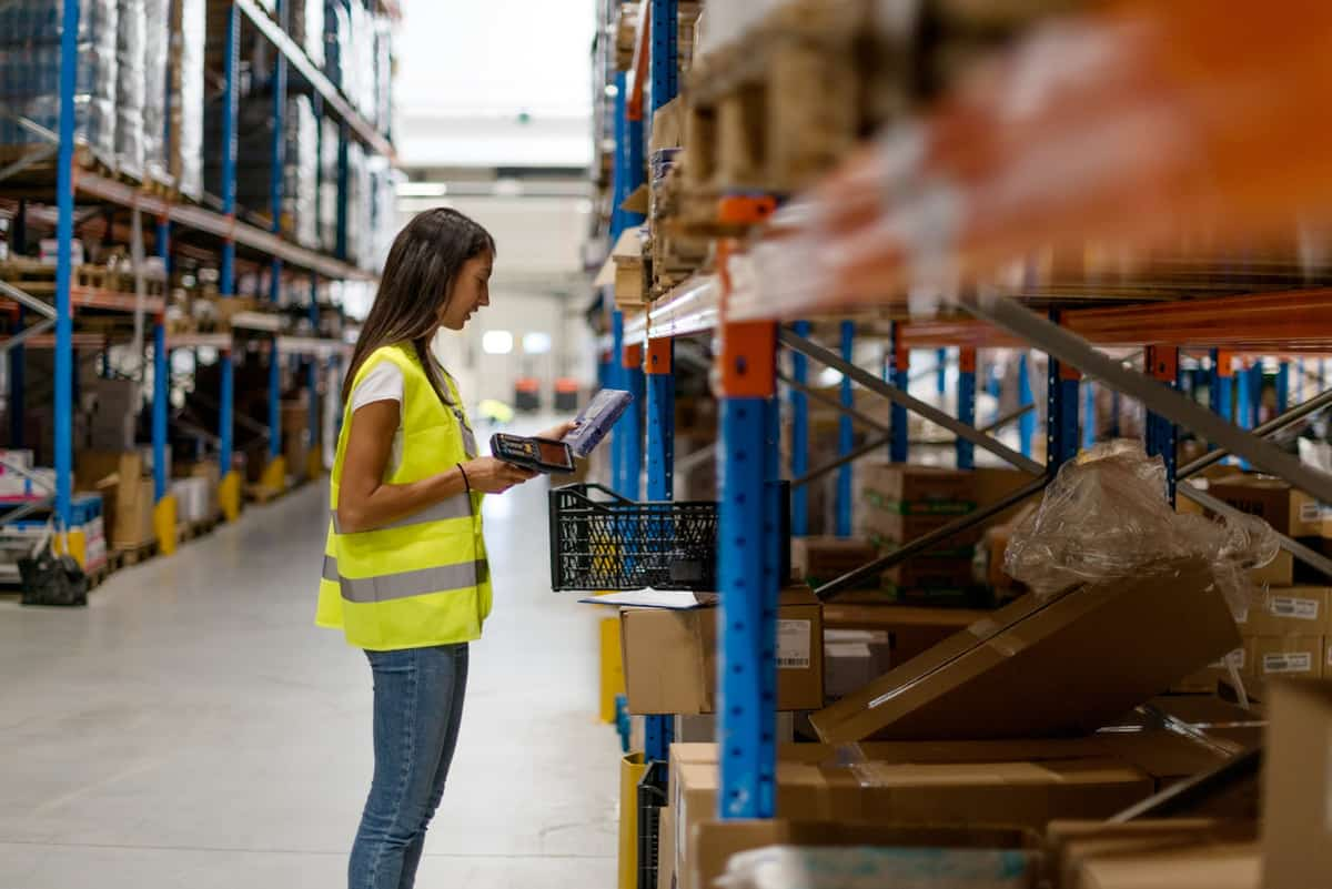 4 Tips to Manage Inventory in a Seasonal Business featured image