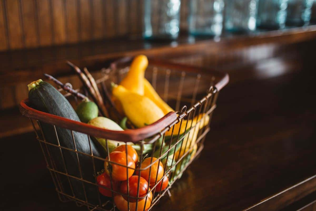 How Can Inventory Management Lessen the Impact of Food Industry Waste? featured image