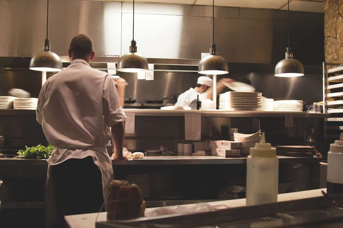 4 Ways Online Inventory Management Helps Manage Food-based Businesses featured image