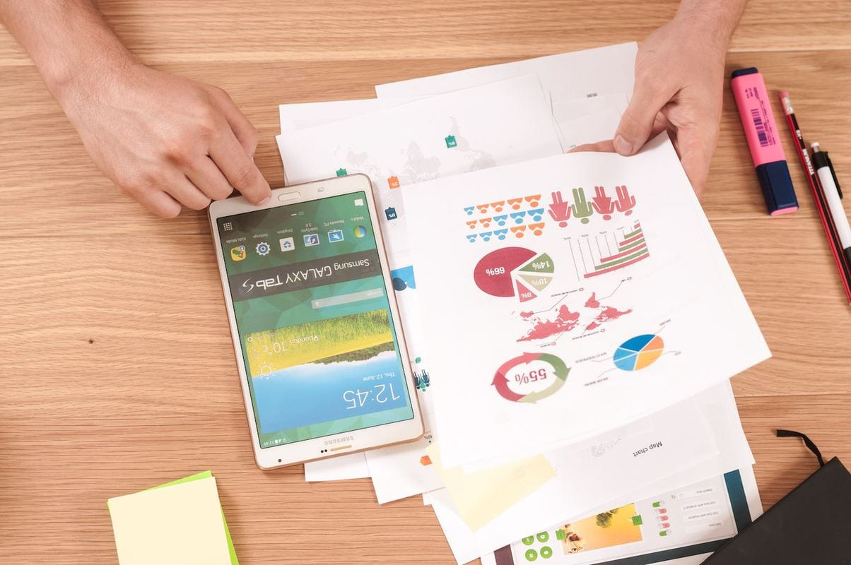 Deciphering the difference Between KPIs and Metrics featured image