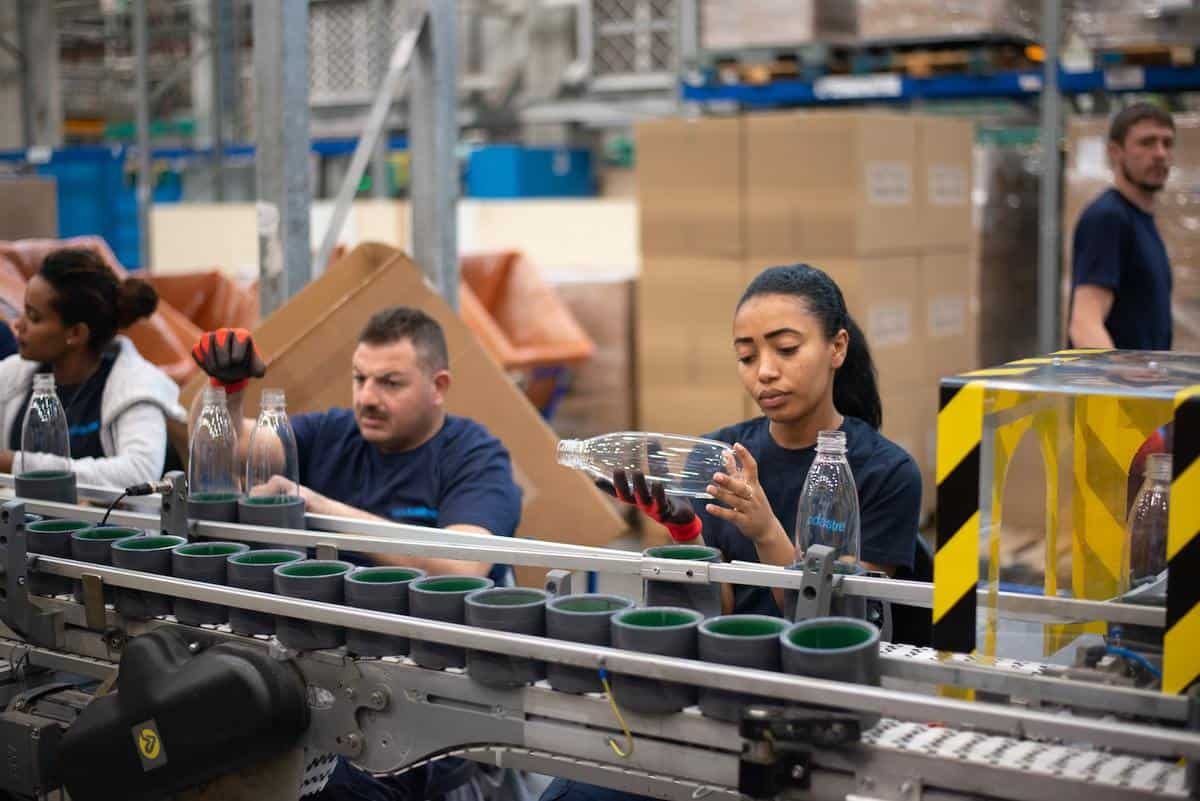 7 types of manufacturing wastes and how to reduce them featured image